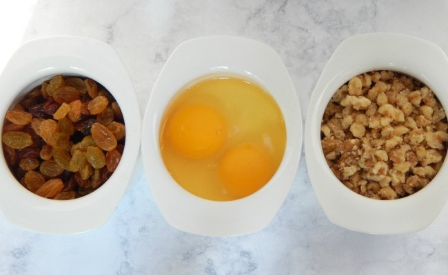 raisins eggs and walnuts for iced oatmeal cookies on www.sugarbananas.com