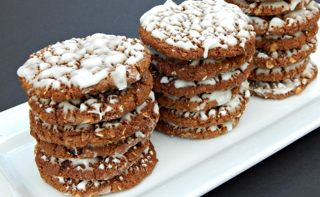 Narrow Tray of Iced Oatmeal Cookies on www.sugarbananas.com