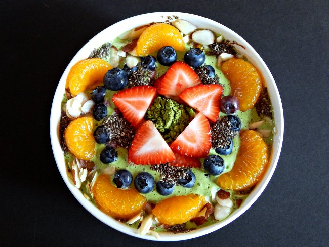 smoothie-bowl-on-www-sugarbananas-com